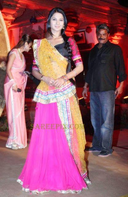 Jennifer winget in lehenga style half saree at