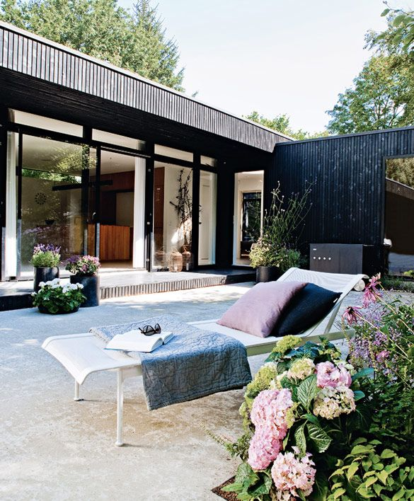 inside outside - danish summer home - black wood, pale stone and plants //Manbo