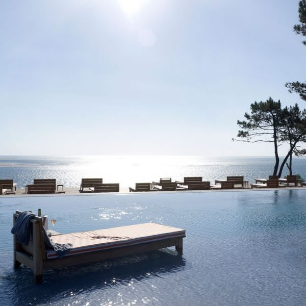 la piscine de l 39 h tel la corniche pya arcachon cap. Black Bedroom Furniture Sets. Home Design Ideas