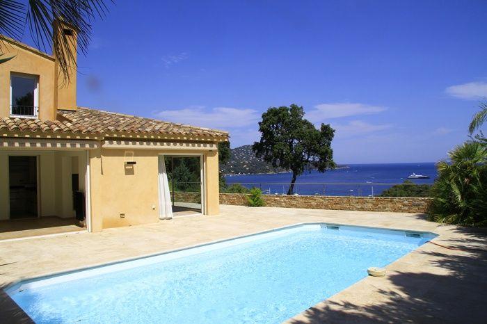 Pramousquier bord de mer dans le Var magnifique villa avec piscine entre le  Cap Nègre et