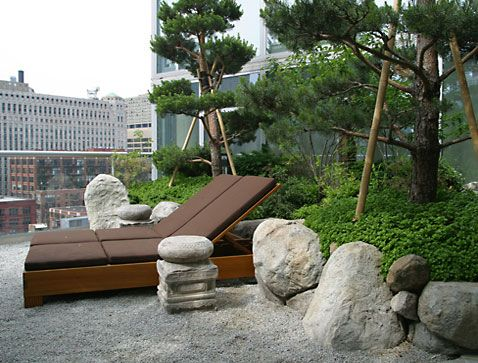 A Japanese garden installation on a terrace in Chicago by Kurisu