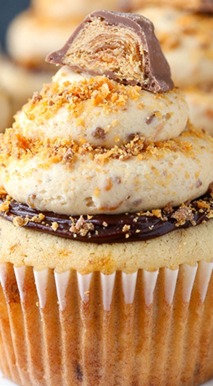 Cupcakes ~ The ultimate Butterfinger cupcake recipe... Peanut butter cupcakes, chocolate ganache and peanut butter frosting with crushed Butterfingers.