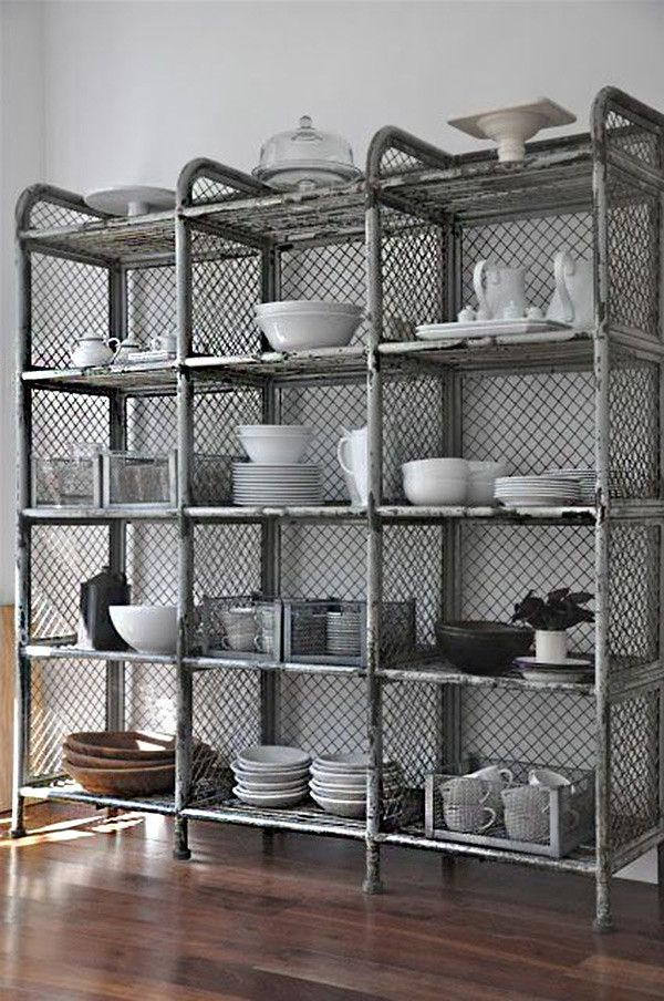 17 ideas de cmo poner estantes de metal en casa Metal shelves