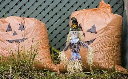 12 DIY Scary Trash Bag Halloween Decorations Decoración - decorate halloween bags