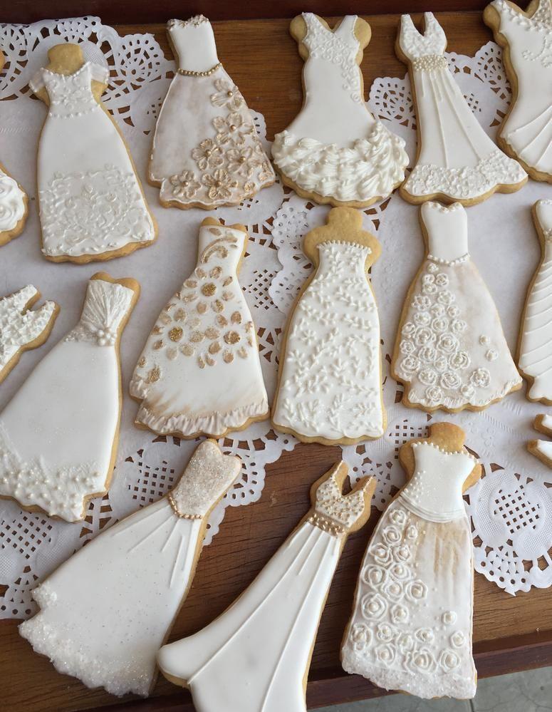 Pin By Lilia On Royal Icing In 2020 Wedding Cake Cookies Wedding Dress Cookies Bridal Cookies