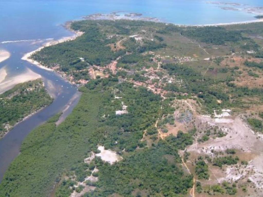 Com ampla casa construída, ideal para a utilização como pousada, hotel e restaurantes.  Área do terreno: 1.800m².  Veja mais aqui - http://www.imoveisbrasilbahia.com.br/boipeba-excelente-area-na-ilha-de-a-venda