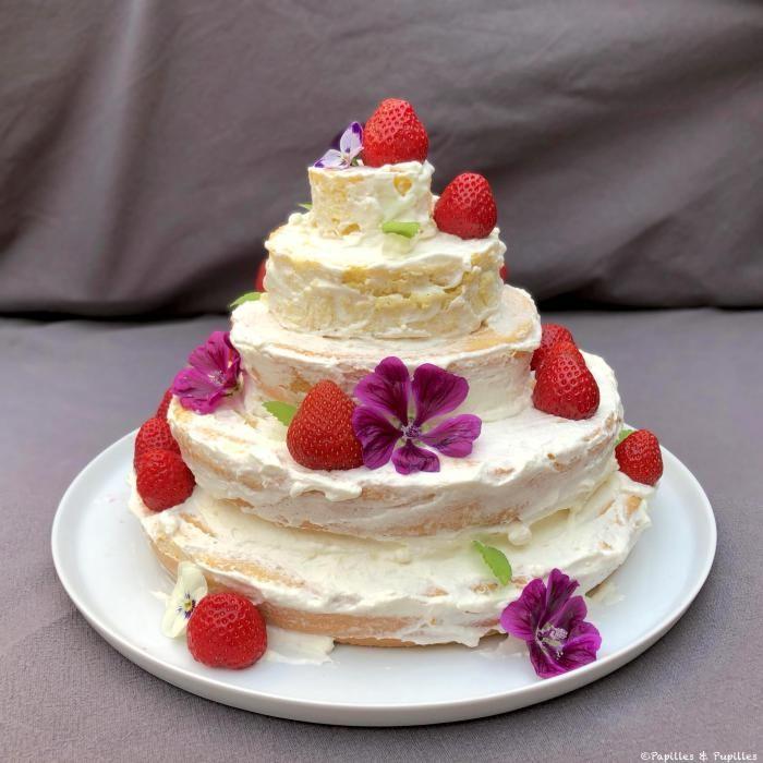 Naked cake aux fraises - recette de gâteau festif