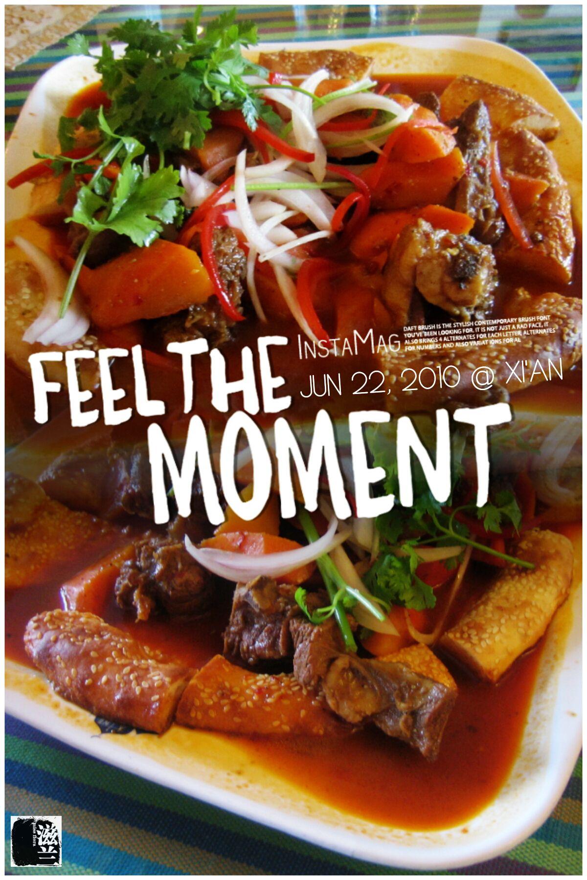 #FD1006 #ChineseFood  馕和羊肉,还有大块的胡萝卜,洋葱红椒芫荽点缀,气氛热烈,胃口大开,颇有大碗喝酒大块吃肉的豪气。