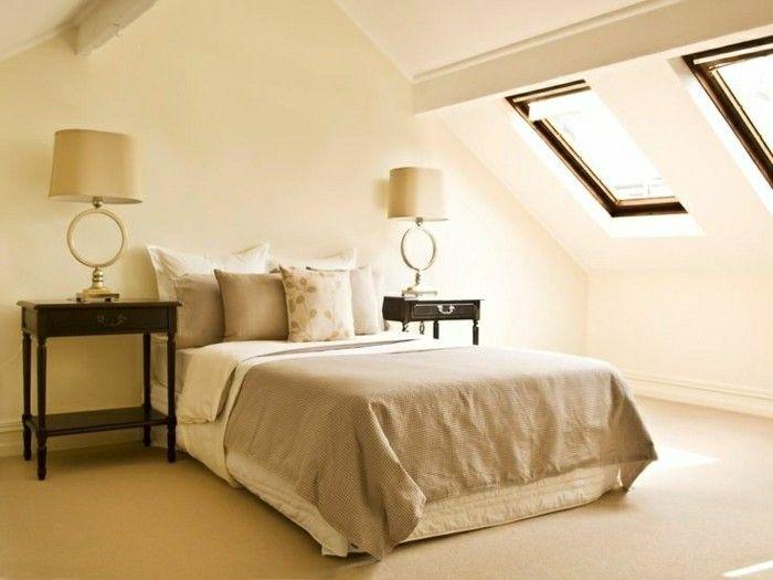 schlafzimmer einrichten cremefarbenes interieur mit dachschräge - wandgestaltung dachschrge