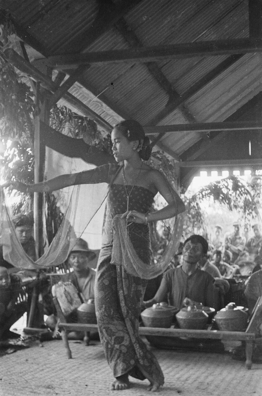Een danseres in Salatiga 1947. Fotografi, Sejarah, Budaya