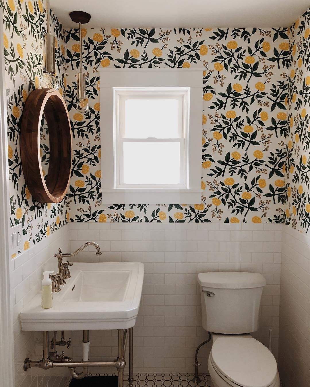 The Best Wallpaper Moments On Instagram Chairish Blog In 2020 Home How To Install Wallpaper Home Decor Inspiration