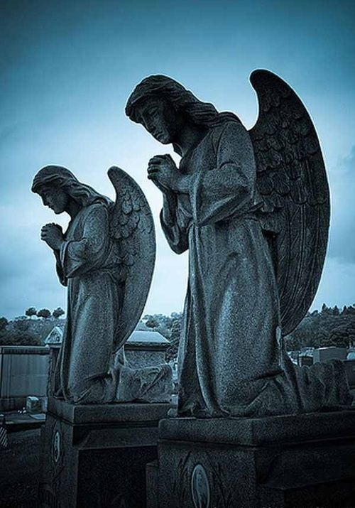 angel statues google search angels pinterest engel skulpturen and friedh fe. Black Bedroom Furniture Sets. Home Design Ideas