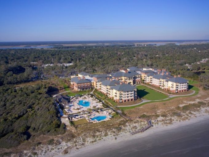 On Kiawah Island The Sanctuary Hotel Is A Seaside Mansion Within Golf Resort