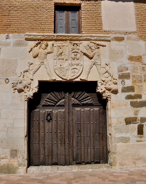"""abriendo-puertas: """"Puerta de la casa del Marques de la Valdavia-Saldaña, Palencia. España. By Luis Gonzalez """""""