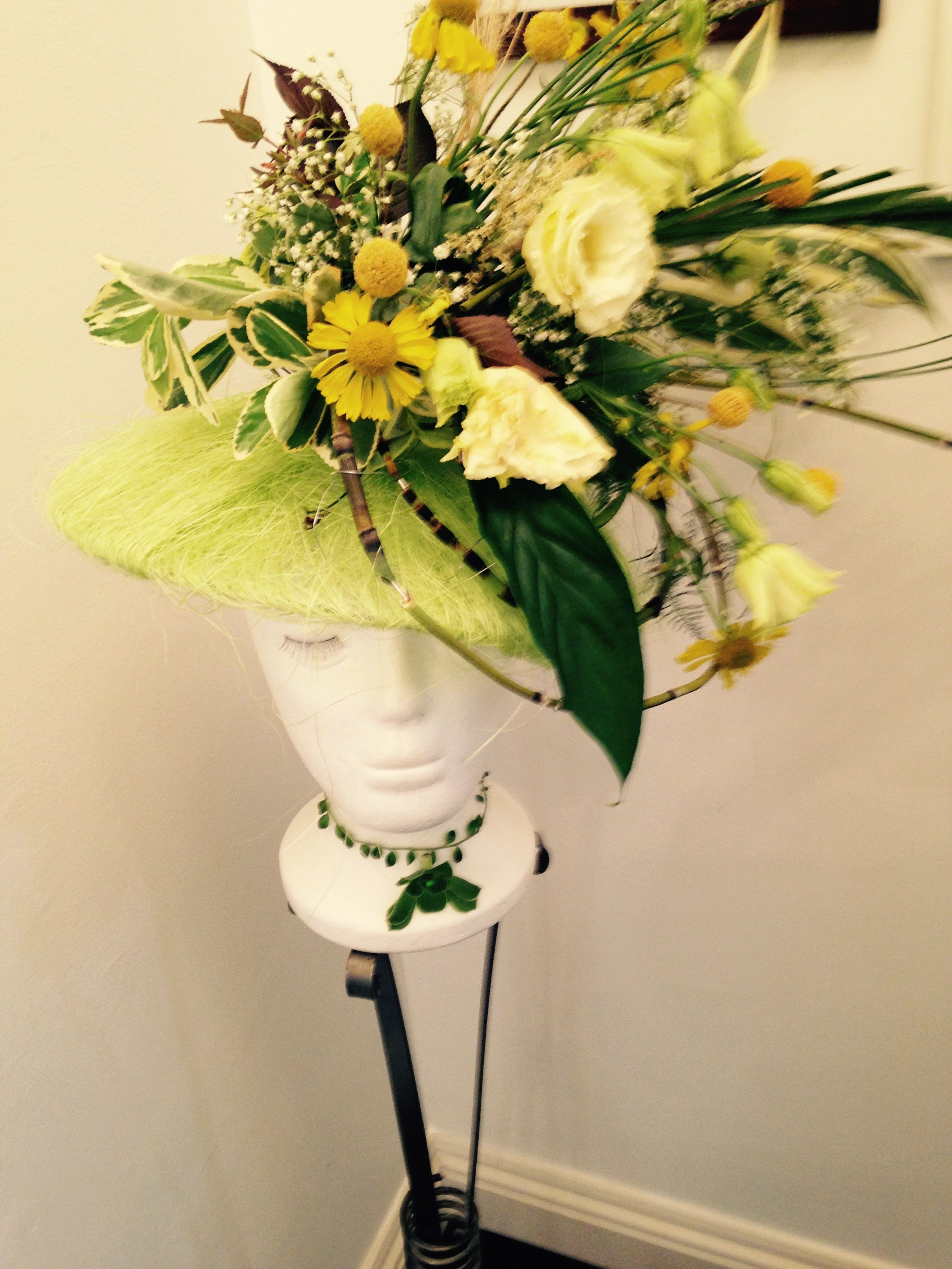 Decorate Hat With Fresh Flowers Decoration For Home