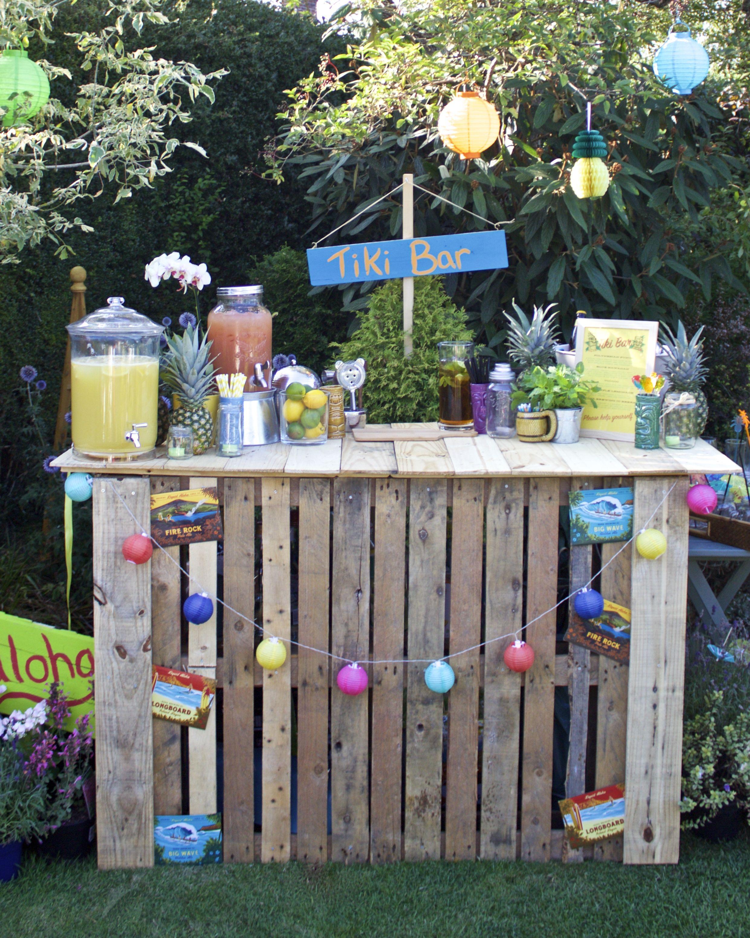 DIY Pallet Tiki Bar for Garden Party  Luau party