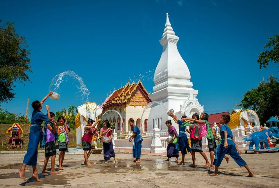 สงกรานต์ Songkran festival is Thailand's most famous