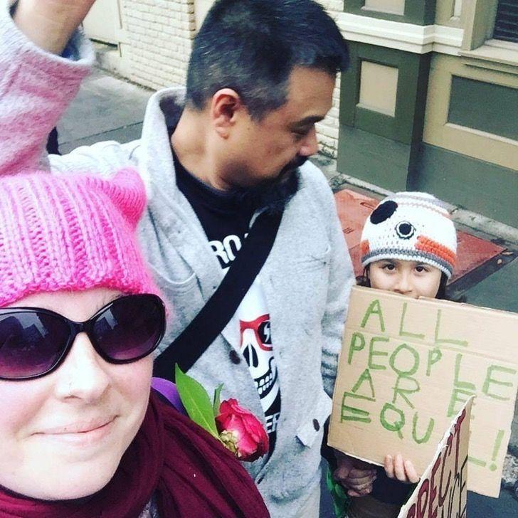 Esta niña hizo su propio cartel para la Marcha de Mujeres en EE.UU. y ahora Internet muere de amor