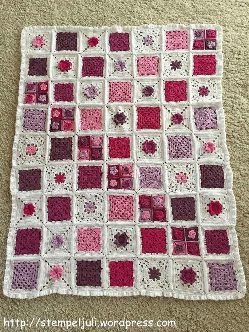 Babydecke Granny Square Rueschen Blumen DIY weiß rosa lila Haekeln ...