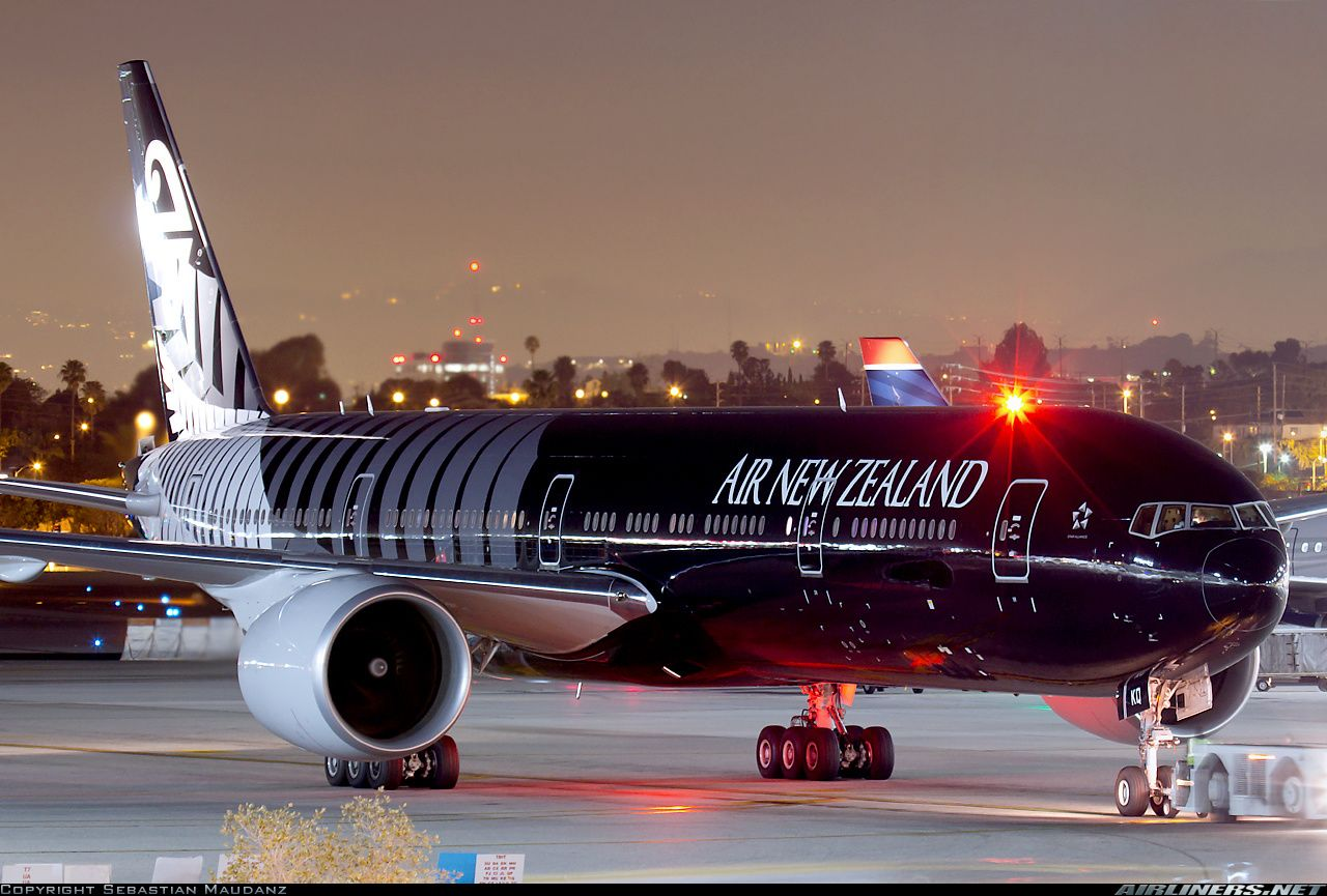 El avión All Blacks de Air New Zealand Boeing 777319ER