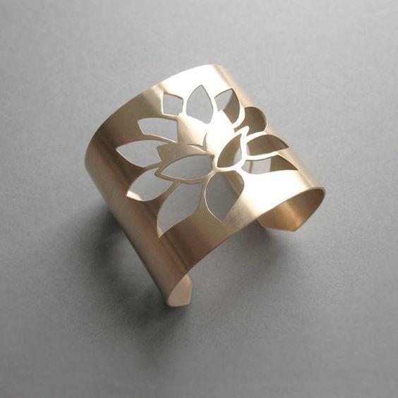 Lotus Brushed Bronze Manschette. von KaStJewelry #fashion:   – My Style