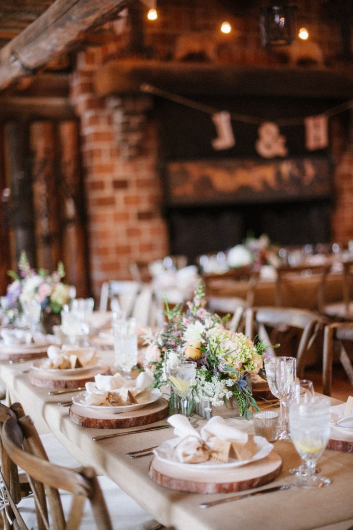 Rustic wedding tablescape - Wedding reception decorations | fabmood.com #wedding #rusticwedding #weddingstyle #ido #weddinginspiration