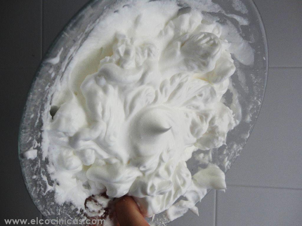 "Montar claras a punto de nieve. ""No sólo de tartas vive el hombre"". Por este motivo, hoy os explicaremos cómo montar claras a punto de ..."