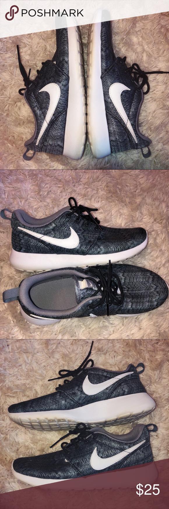 new concept 1e9ec d1cb5 Nike Roshe Sneakers Gray and black nike Roshes White sole ...