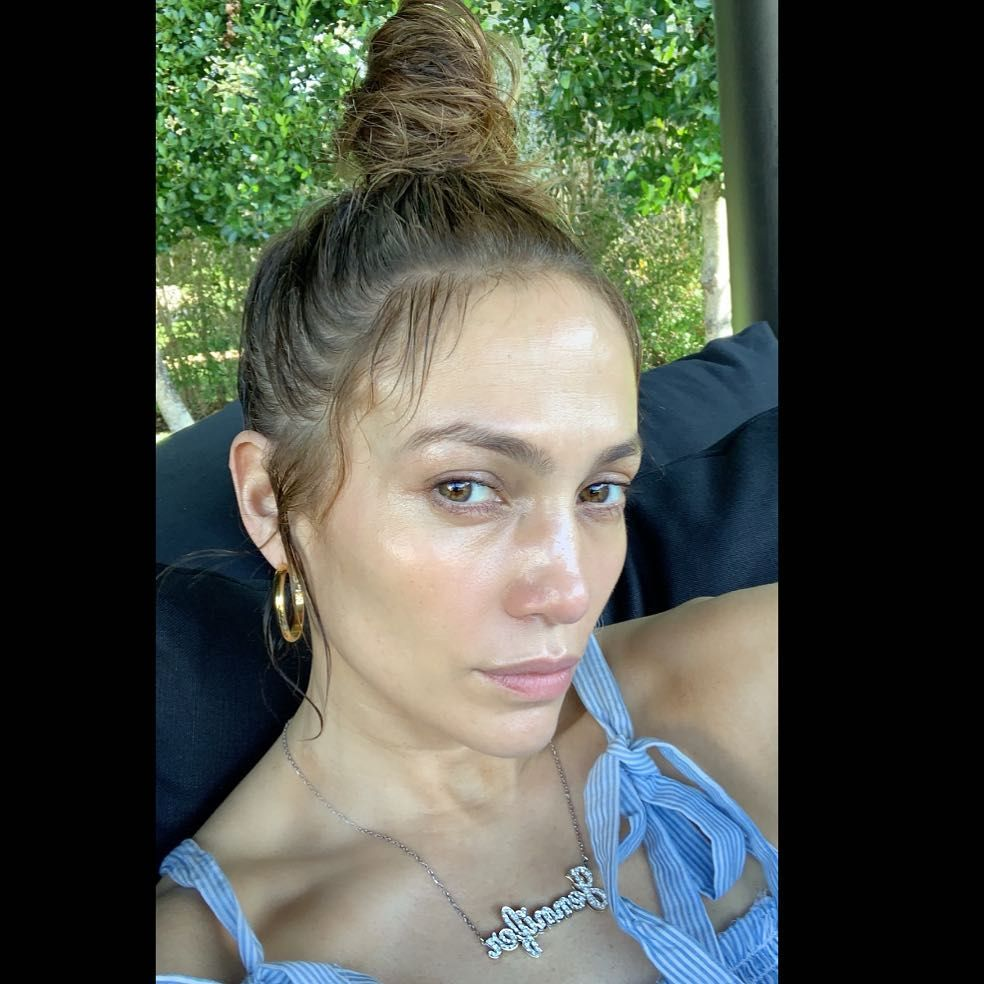 I Tried Jennifer Lopez S Skincare Routine And The Results Were Pretty Dramatic Jennifer Lopez Without Makeup Celebrity Makeup No Makeup Selfies