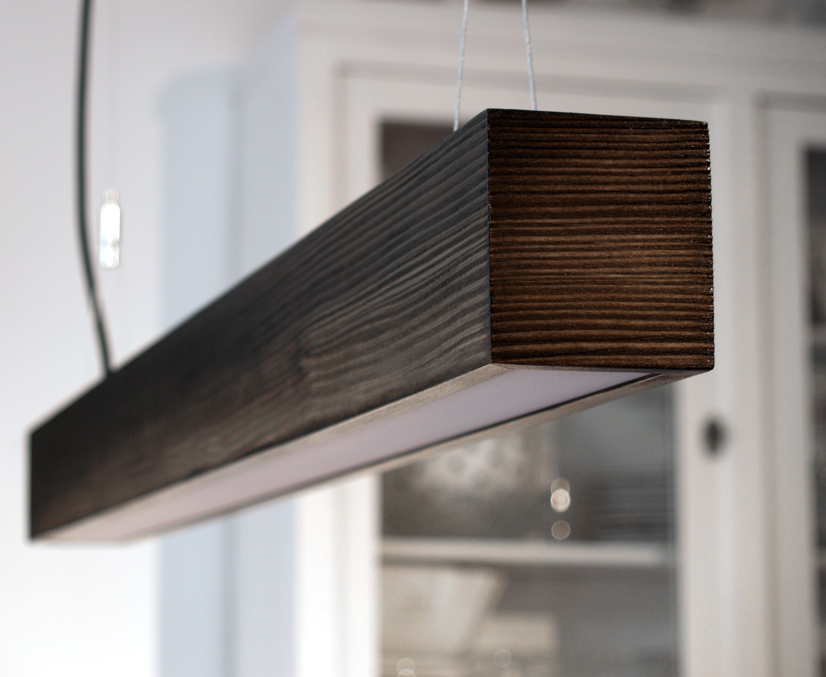 pendelleuchte aus massivem holz design the rough www. Black Bedroom Furniture Sets. Home Design Ideas