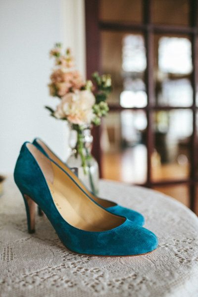blue suede shoes for the Bride Photography by Woodnote Photography / woodnotephotography.com