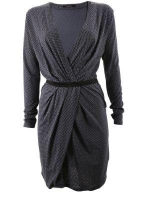 Blød kjole med slå om effekt