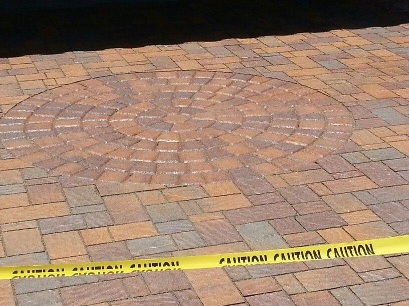 Domino Paver With Cambridge Cobble Circle In Tuscona In