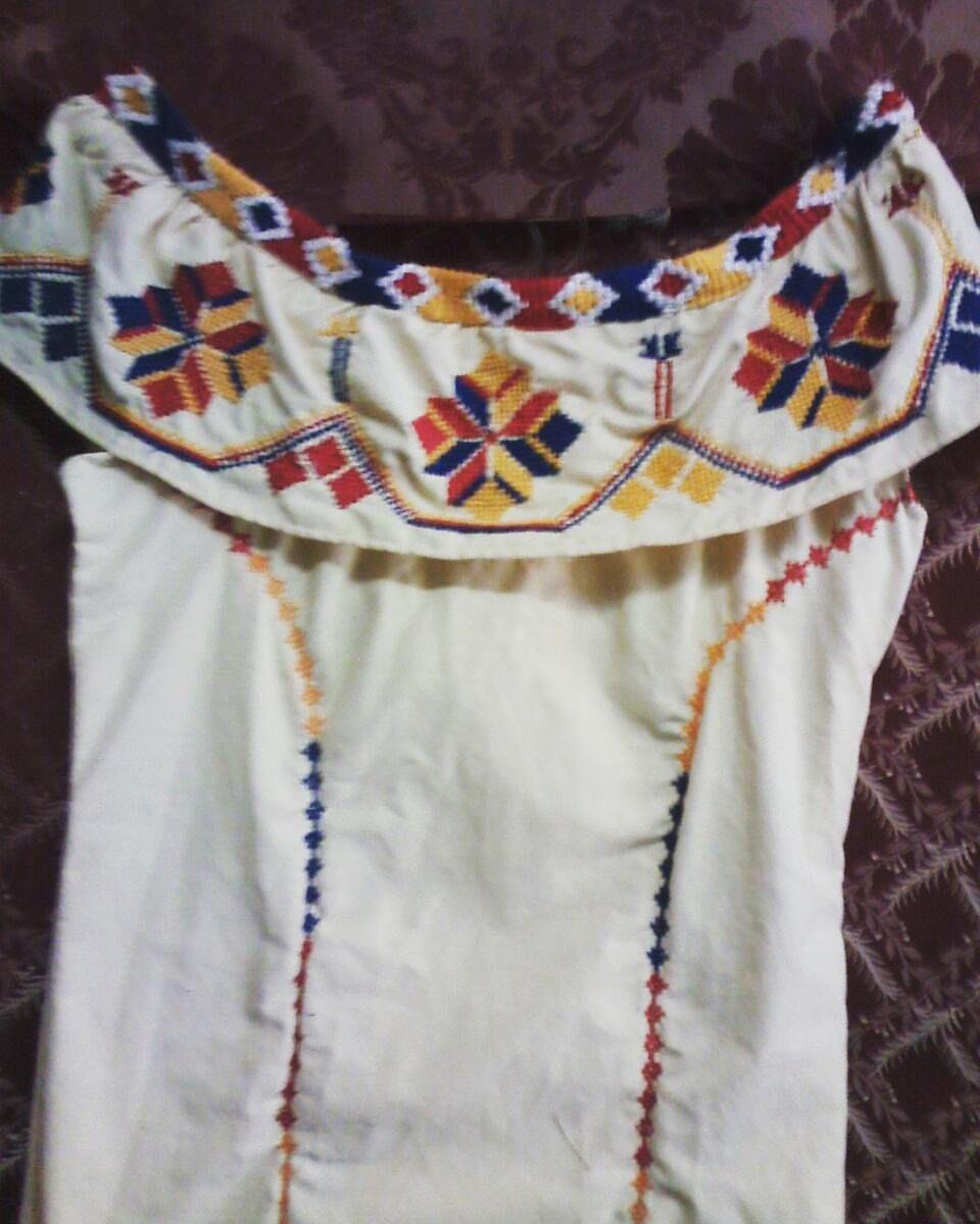 Vestido con marcado ocueño....#materialesangie #ocueño #vestidosestilizados #vestidostipicos #Panamá - materialesangie
