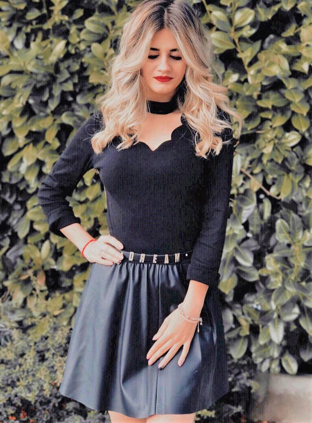 cf699fa786 SHEIN Black Workwear Elegant Scallop Trim Solid V Neck Long Sleeve Skinny  Tee