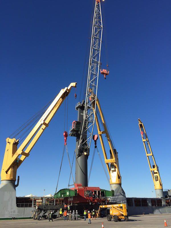 El puerto recibe el sábado una nueva grúa para el tráfico de ...