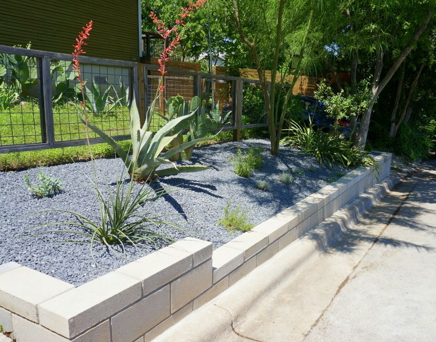 A Diy Cinder Block Retaining Wall Project Landscaping Retaining Walls Cinder Block Garden Small Garden Wall Ideas