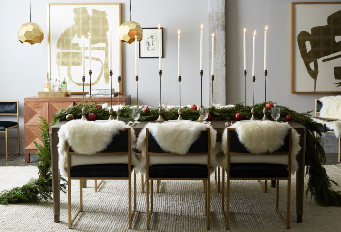 This glamorous and modern holiday dining room is our idea of picture-perfect holiday entertaining!