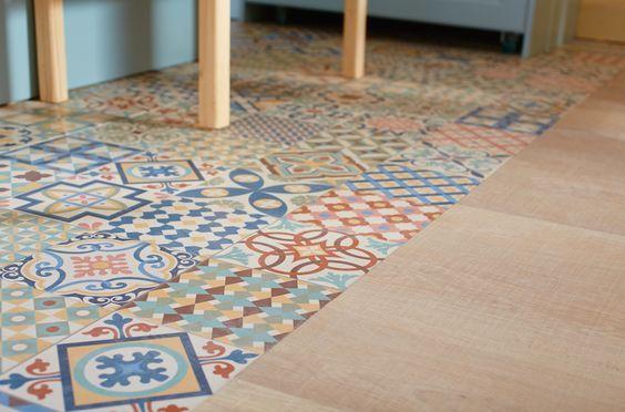 Renueva cualquier parte de la casa de manera sencilla con for Suelo vinilico mosaico