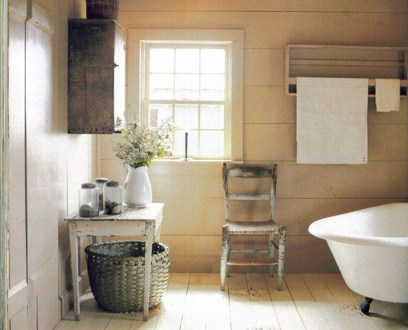 Romantisches Bad in einer Kombination aus Landhaus-, Vintage- und - badezimmer landhaus