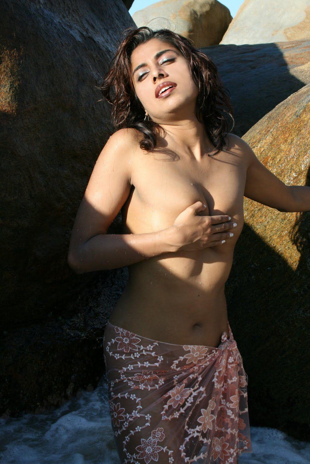 nude tamil women take bath roadside