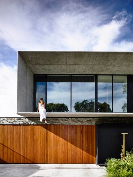 Matt Gibson completes concrete and stone house House builders - moderne huser 2015