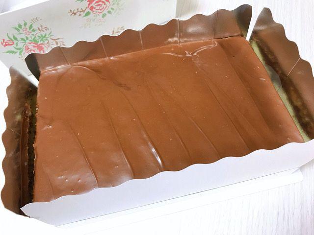 地元の人なら知っている人も多い那覇市与儀にある「トーエ洋菓子店」。お店の前を通るとあまーーいケーキの匂いがしてついつい入ってしまいそうになるケーキ屋さんです。おすすめはマーブルチョコ!今回はトーエ洋菓子店 についてレポしていきます。