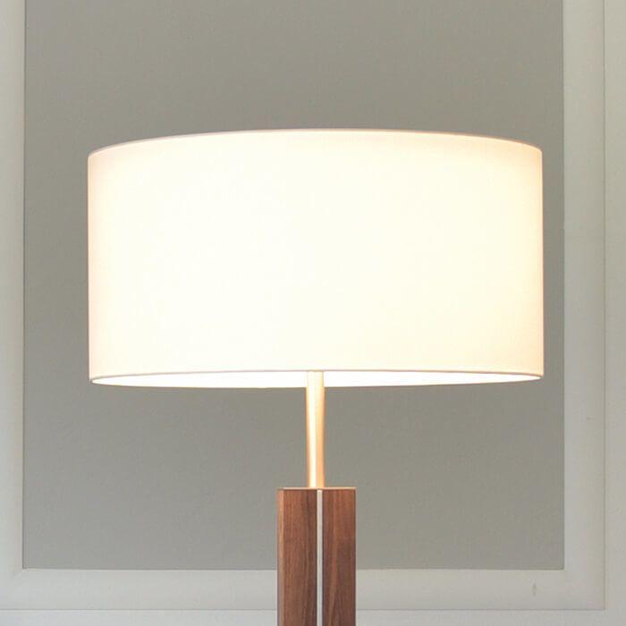 Massivholz-Stehlampe Dana mit weißem Textilschirm Jetzt bestellen