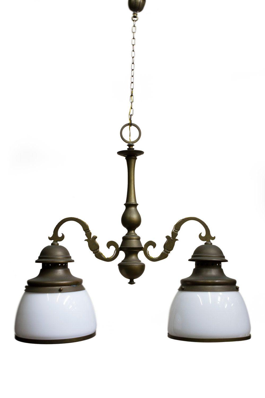 Oude Hangverlichting Uit De Jaren 40 Met 2 Vrij Grote Witte Glazen