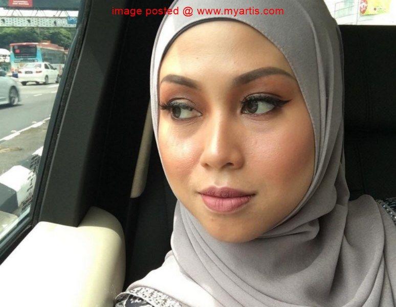 Azrinaz Bakal Jadi Kolumnis Akhbar Tempatan Bekas Wartawan Penyiaran Tv3 Azrinaz Mazhar Hakim 37 Yang Sudah Lama Menyepikan Diri Dari Dunia Penyiaran Ini Baka