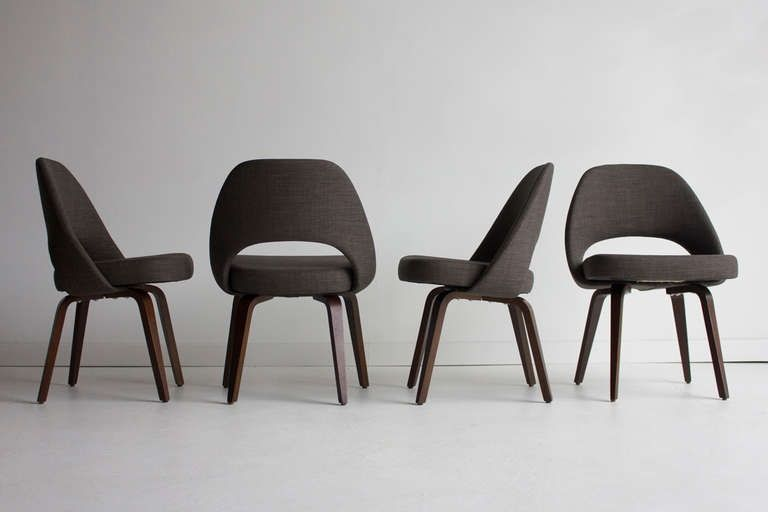 1957_ chaise 'Executive' par Eero Saarinen avec pied en bois Knoll on