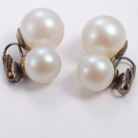Vintage 1960's white very large faux double pearl by jewelry715, $10.00