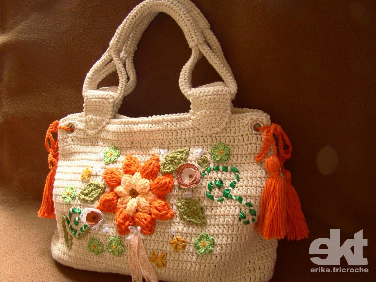 Üzeri-renkli-çiçek-işlemeli-çanta-modeli