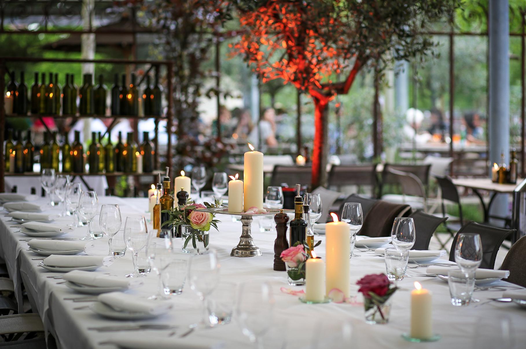 So Schon Kann Hochzeit Feiern Im Freien Sein Auf Unserer Olivengarten Terrasse Umgeben Von Jahrhundertealten Olivenbaume Hochzeit Feiern Feiern Olivenbaumchen